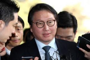 최태원 검찰 출석…靑-SK '사면 특혜' 의혹 조사(2보)