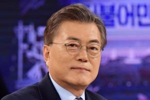 """문재인, 출마선언 연기…""""세월호 인양 주시"""""""