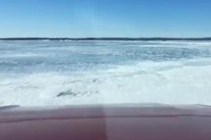 '급할수록 돌아가세요!' 지름길 가려다 얼음 깨져  '풍덩'