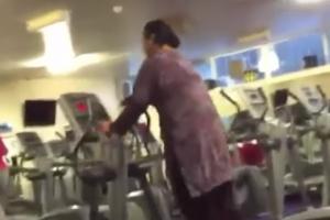 어느 여성의 기이한 운동 기구 사용법 화제