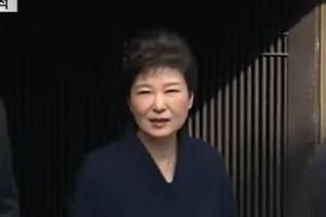 """[속보] 박근혜 전 대통령, 검찰 청사 도착…""""국민 여러분께 송구"""""""