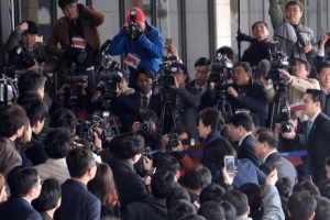 [서울포토] 취재진에 둘러싸인 박근혜 전 대통령