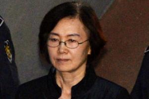 """'학사비리' 최경희 혐의 부인…""""청문회서 말하고 싶어도 못 해"""""""