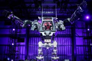 한국이 만든 로봇 타고 엄지 치켜든 아마존 CEO