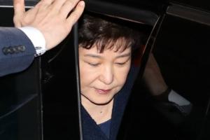 [속보] 박 前대통령, 21시간 조사 뒤 귀가…檢 영장 검토