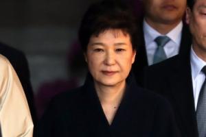 박前대통령, 총 21시간여 조사 후 귀가…검찰, 영장청구 검토