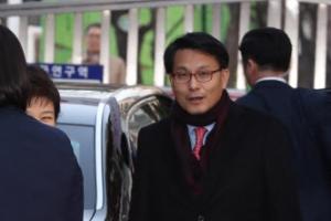 """[박근혜 검찰 조사] 마중 나온 '친박' 만난 朴 """"아휴~어떻게…"""""""