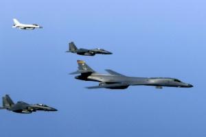 美전략폭격기 B-1B 2대, 한반도 갑작스러운 전개 이유....