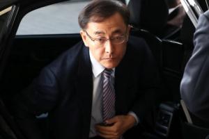 """김수남 """"법·원칙따라 판단""""… '朴 구속영장' 청구하나"""