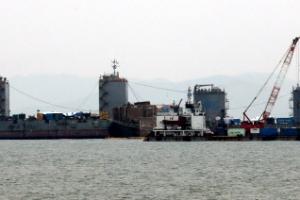 세월호, 반잠수선에 어떻게 옮기나…'기상에 민감'