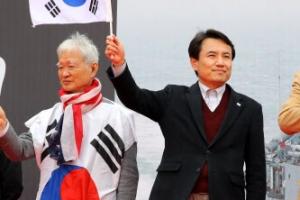 대한문 앞서 친박집회…사람들이 김진태 대신 '조원진' 외친 까닭은?
