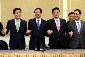"""민주·국민의당·바른정당 """"법·원칙 따른 결정""""… 한국당 """"유감"""""""