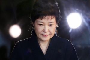 """""""崔와의 공범증거 차고 넘친다""""…한웅재 검사가 박근혜 영장청구"""