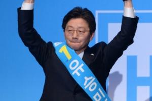 유승민 대선후보 확정… 바른정당 경선 남경필에 완승