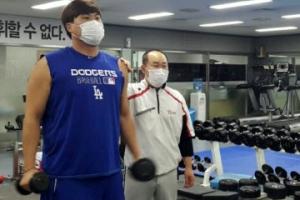 '괴물의 부활'… 류현진, 독감에도 마스크 쓰고 훈련