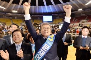 문재인 2연승…아직 남은 선거인단 77% '대세론이냐 이변이냐'