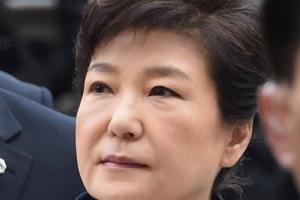 """박근혜, 뇌물죄 추궁에 """"사람 더럽게 만드나"""" 역정"""