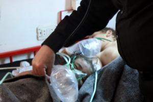 시리아서 '화학무기 의심' 공습… 최소 58명 사망