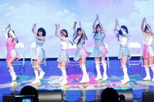 [현장영상] '컬러링북' 같은 다채로운 매력…오마이걸 쇼케이스 무대
