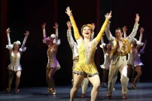 댄서들의 화려한 공연