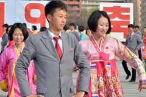 [포토] 김정일 국방위원장 추대 24주년 청년무도회