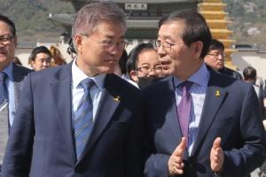 [서울포토] 광화문광장 함께 걷는 문재인-박원순