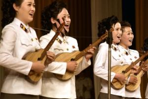 [포토] 북한 인민예술축전 공연단의 단아한 모습