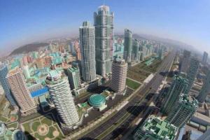 [포토] 초고층 빌딩이 즐비… 北 평양 '여명거리'