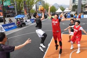 서울마당 가르는 슛… 광화문 길거리 농구대회