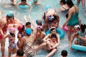 [포토] 문수 물놀이장에 즐거운 시간을 보내는 북한 주민들