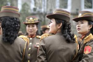 [포토] 뛰어난 미모 자랑하는 북한 여군 의장대