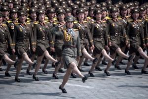 [포토] 태양절 열병식의 북한 미녀 여군 부대