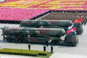 北, ICBM 3종 공개·미사일 도발… 압박하는 美·中 떠보기
