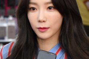 [서울포토] '마음에 꼭 들어요'… 태연, 갤럭시S8 개통행사 참석