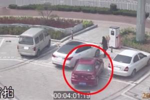 중국에서 벌어진 최악의 주차 시도 포착