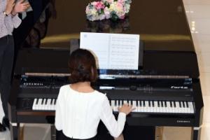 [서울포토] 길이만 6.63m... 세계 최대 디지털 피아노 연주 속으로