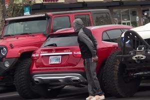 주차선 무시한 얌체 운전자의 굴욕