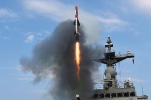 軍 '전술함대지유도탄' 개발…사거리 200㎞·장갑차 관통