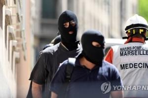 프랑스 테러 모의 2명 체포…대선후보 공격 계획한 듯
