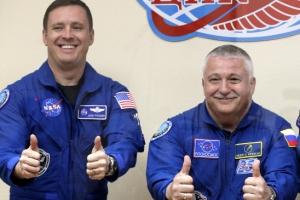 [포토]함께 우주로 향하는 미국-러시아 비행사