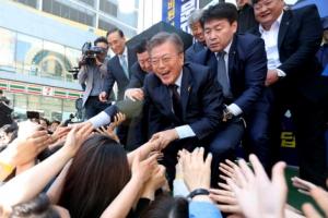 [대선 D-17] 선거운동 첫 주말…문재인 vs 안철수 PK 유세, 홍준표 수도권 표심 잡기