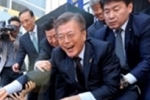 """안철수·범보수, '송민순 문건'으로 문재인 때리기…문재인 """"북한팔이 말라"""" 역공"""