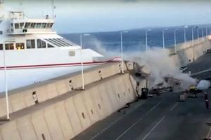 영화 '스피드2'가 현실로…140명 태운 페리 항구벽과 충돌
