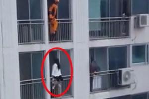 자살시도女 구하는 재치있는 소방관 발차기