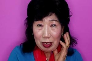 """""""얼굴로 사기 한 번 쳐볼게"""" 박막례 할머니의 태연 메이크업 도전기"""