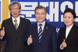 [서울포토] 엄지 치켜든 문재인 대선후보