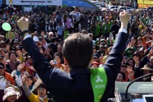 [서울포토] 안철수 목포 유세에 환호하는 지지자들