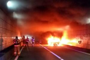 광안터널 달리던 승용차에 불…120여명 터널밖 긴급대피