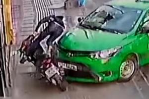 오토바이 날치기범 잡은 베트남 택시기사