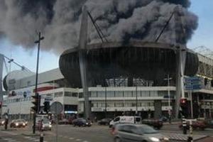 네덜란드 축구 구장서 자욱한 검은 연기, 도대체 왜?